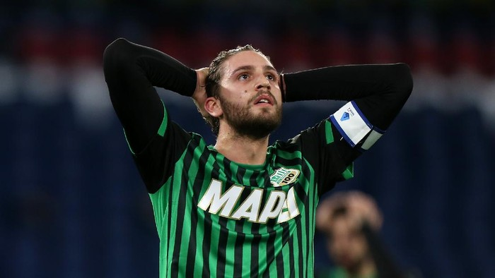 ROME, ITALY - JANUARY 24: Manuel Locatelli of US Sassuolo reacts during the Serie A match between SS Lazio and US Sassuolo at Stadio Olimpico on January 24, 2021 in Rome, Italy. Sporting stadiums around Italy remain under strict restrictions due to the Coronavirus Pandemic as Government social distancing laws prohibit fans inside venues resulting in games being played behind closed doors. (Photo by Paolo Bruno/Getty Images)