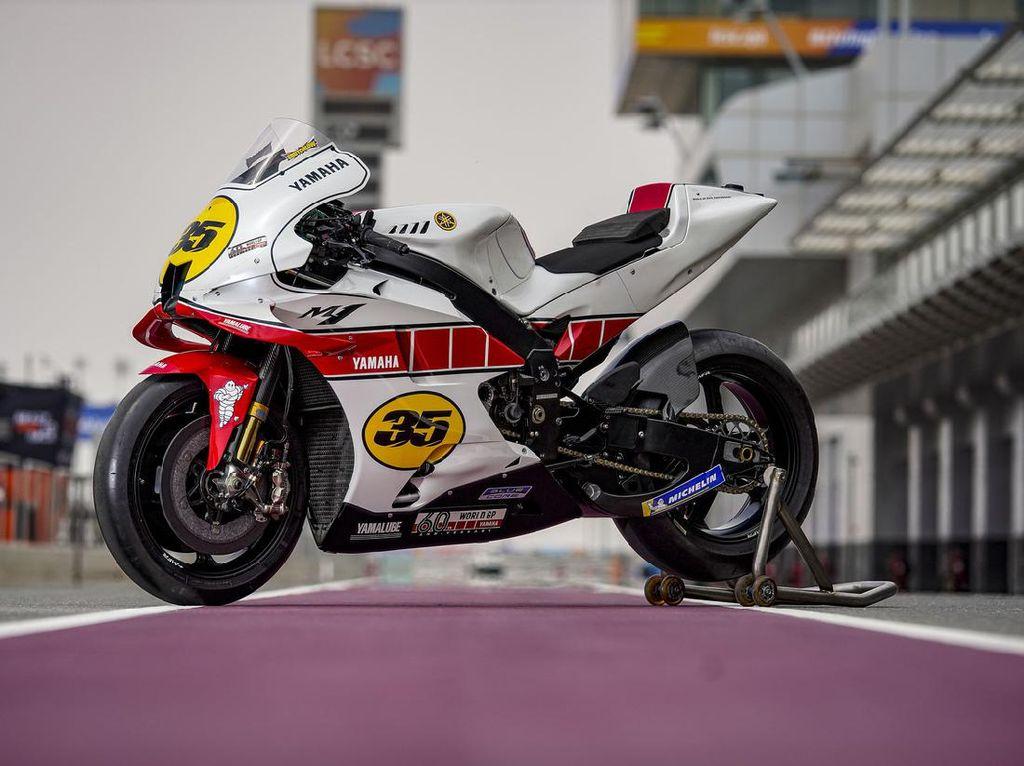 Yamaha Rayakan 60 Tahun di MotoGP dengan Motor Serba Putih