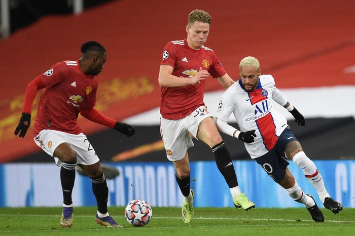 Paris Saint-Germains Brazilian forward Neymar (R) vies with Manchester Uniteds English defender Aaron Wan-Bissaka (L) and Manchester Uniteds Scottish midfielder Scott McTominay during the UEFA Champions League group H football match between Manchester United and Paris Saint Germain at Old Trafford in Manchester, north west England, on December 2, 2020. (Photo by Oli SCARFF / AFP)