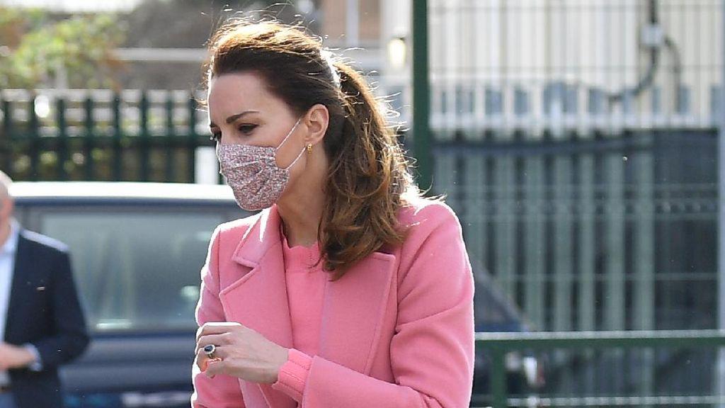 Foto: Kate Middleton Cantik Berbaju Pink Usai Wawancara Meghan Markle Viral