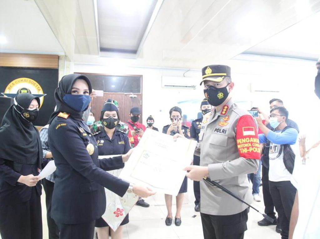 Ungkap Penipuan WN Nigeria, Polres Soetta Terima SHIA Customs Awards