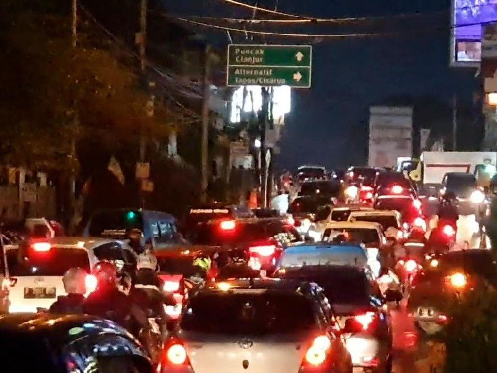 Ruas Jalan Jakarta - Puncak Sempat Alami Kepadatan