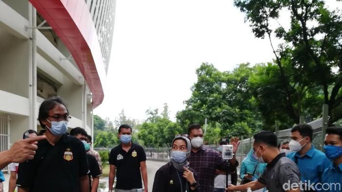 Simulasi protokol kesehatan (prokes) di Stadion Manahan, Solo, menjelang Piala Menpora 2021.