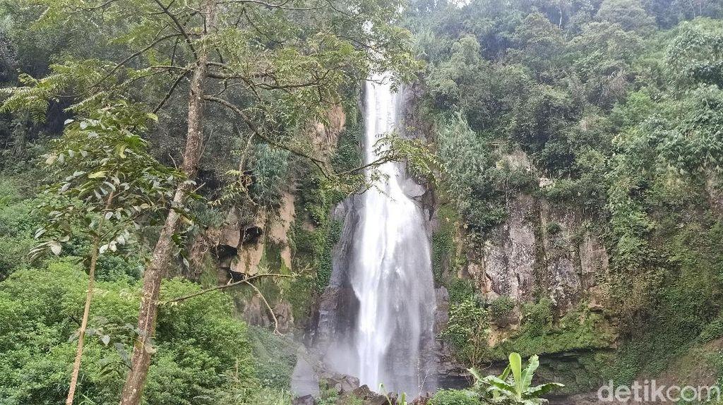 Curug Hangat Tersembunyi di Pegunungan Banjarnegara