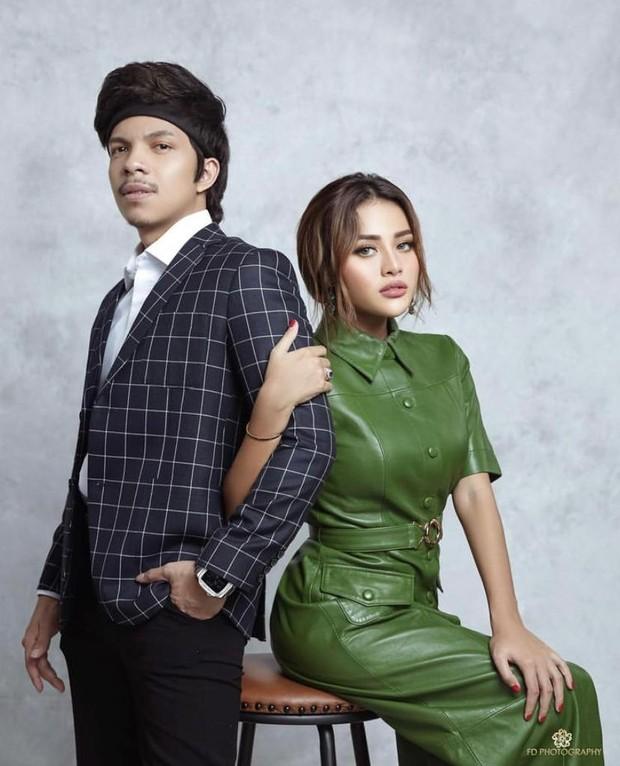 Kisah cinta Atta Halilintar dengan Aurel Hermansyah bermula saat keduanya berkolaborasi untuk mengisi konten YouTube.