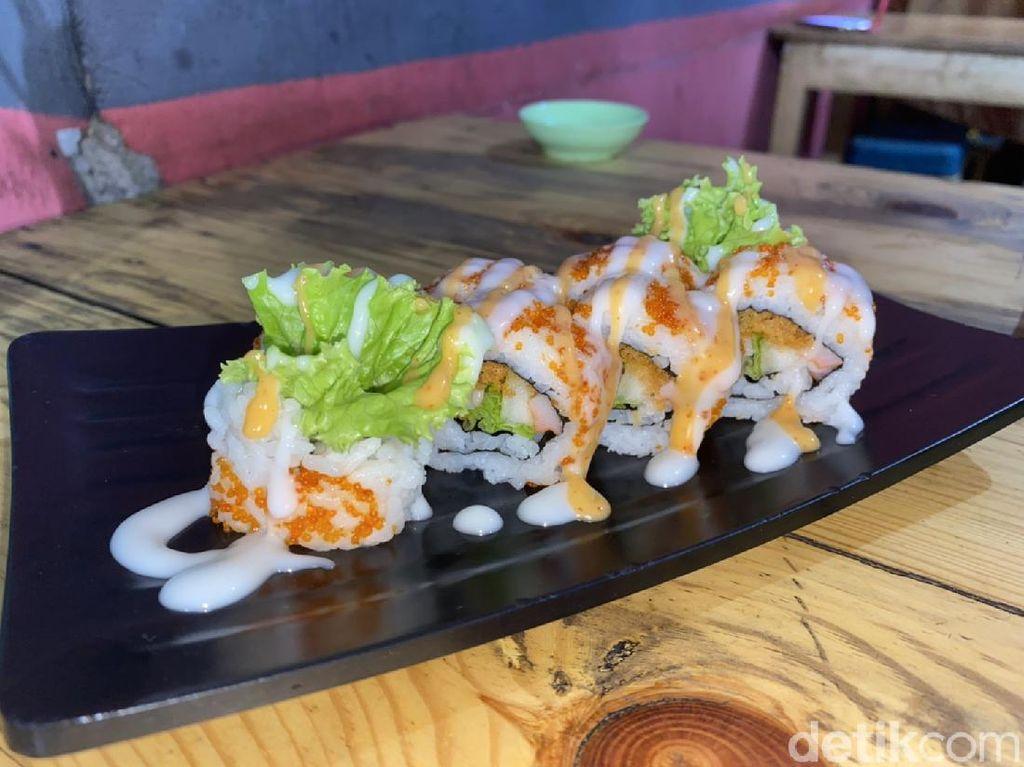 Di Depok Bisa Jajan Sushi Kaki Lima Harganya Mulai Rp 15 Ribu!