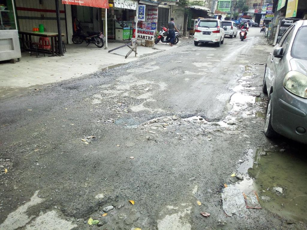Warga Keluhkan Jalan Harmonika Medan Bolak-balik Diperbaiki tapi Rusak Lagi