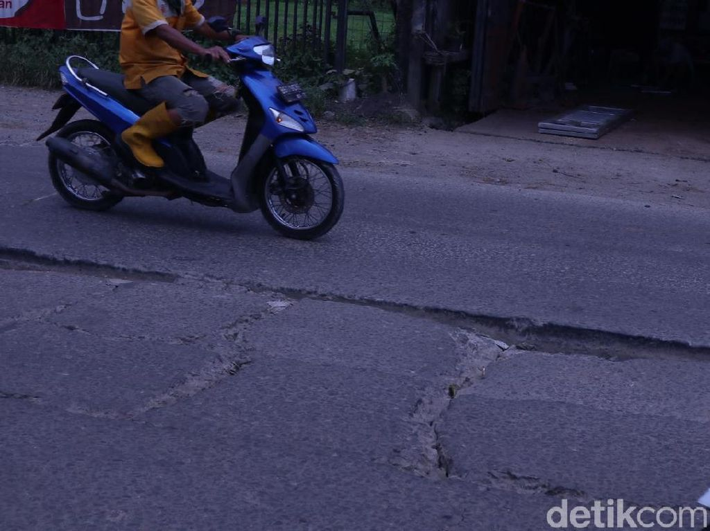 Jl Raya Legok Kabupaten Tangerang Rusak, Warga Harapkan Perbaikan