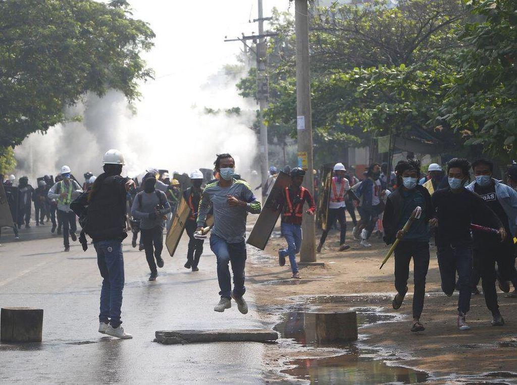 Kekerasan Junta Militer Picu Eksodus di Kota Terbesar Myanmar