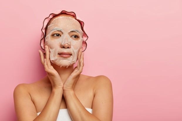 Memakai sheet mask/freepik.com