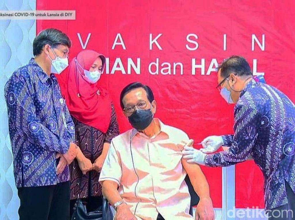 Momen Sultan Yogya Disuntik Vaksin COVID-19