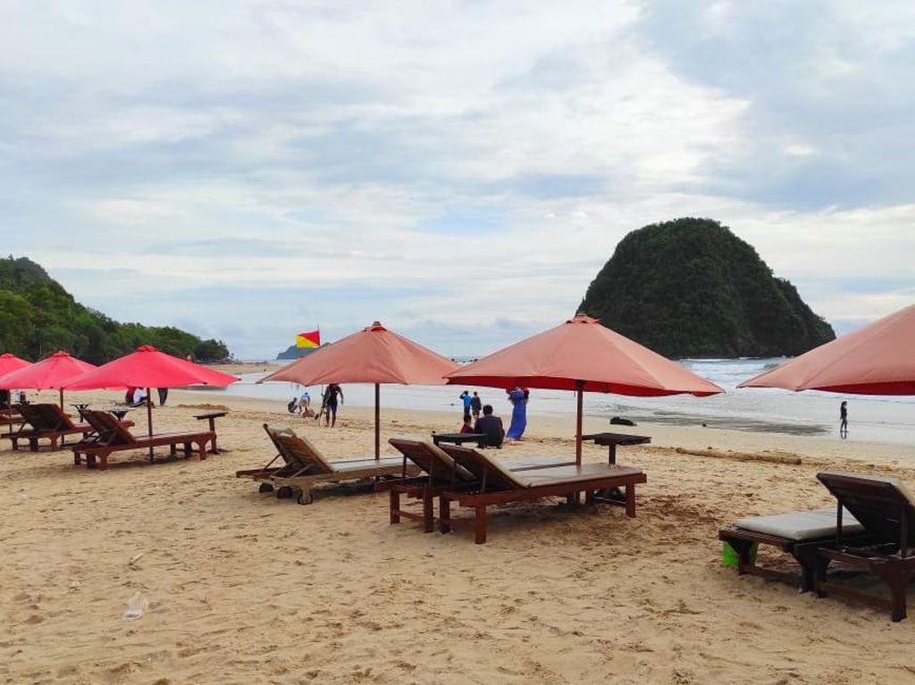 Pantai Pulau Merah Sepi Pengunjung Saat Libur Panjang, Diduga soal Isu Tsunami