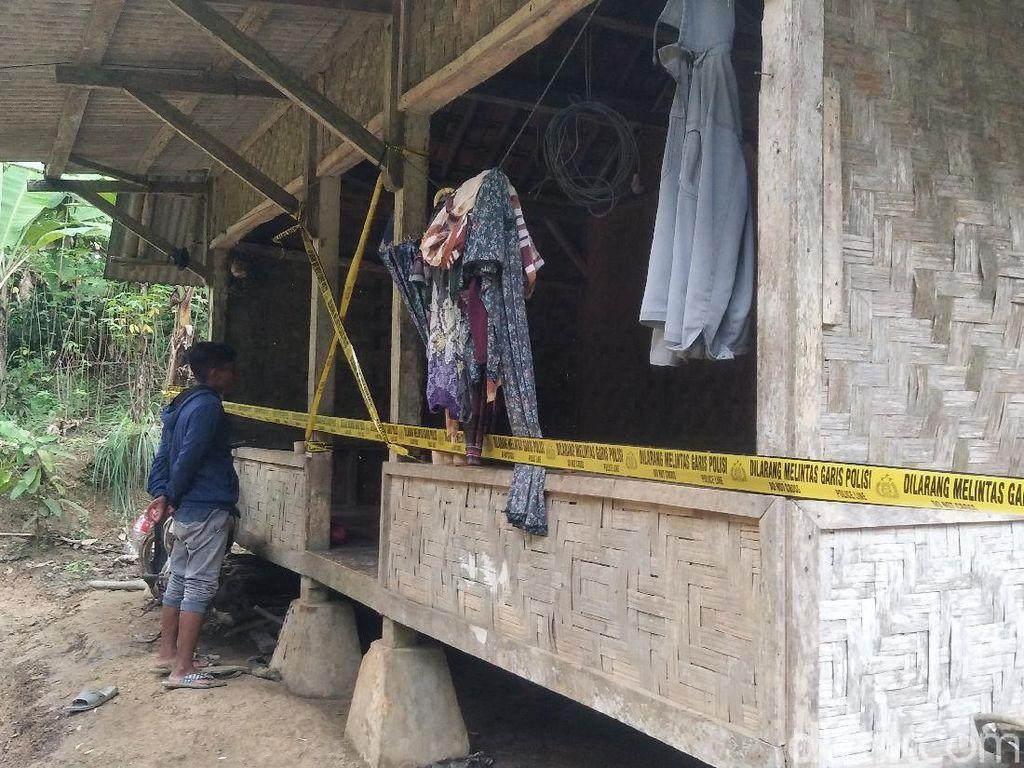 Polisi Sita Alat Kontrasepsi-Jimat di Markas Aliran Hakekok
