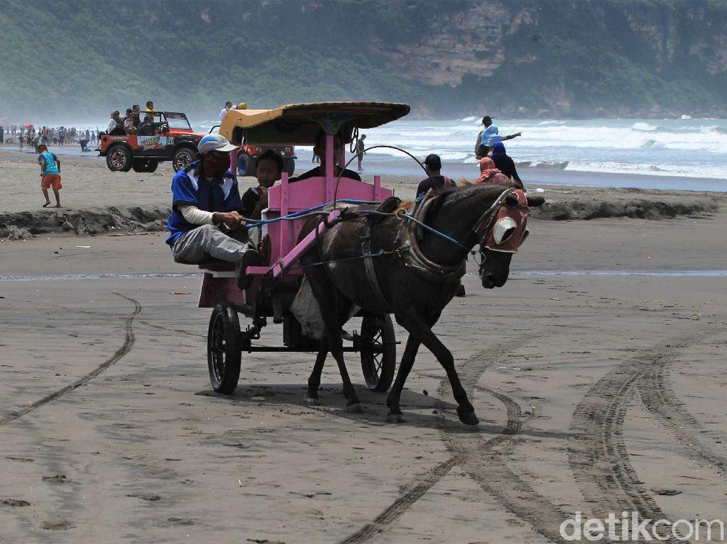 Begini Suasana di Pantai Parangtritis Saat Libur Hari Raya Nyepi