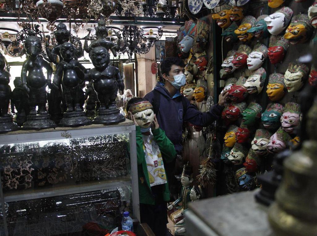 Berburu Barang Antik di Pasar Triwindu Solo