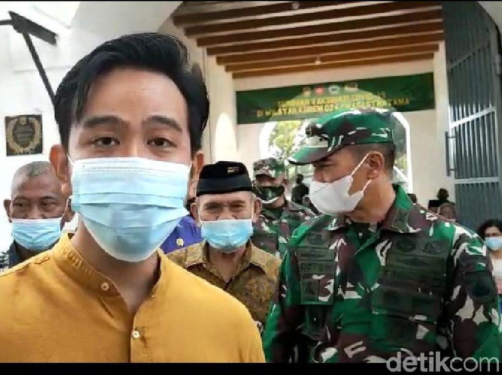 Solo Gas Pol Vaksinasi, Wali Kota Surati Pusat Minta Tambah Vaksin Corona