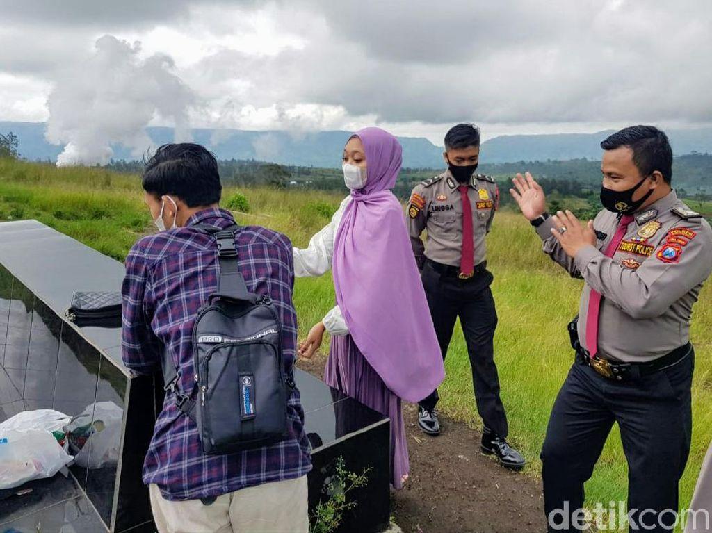 Suka Duka Polisi Pariwisata Bondowoso Tegakkan Prokes Sambil Lawan Dingin