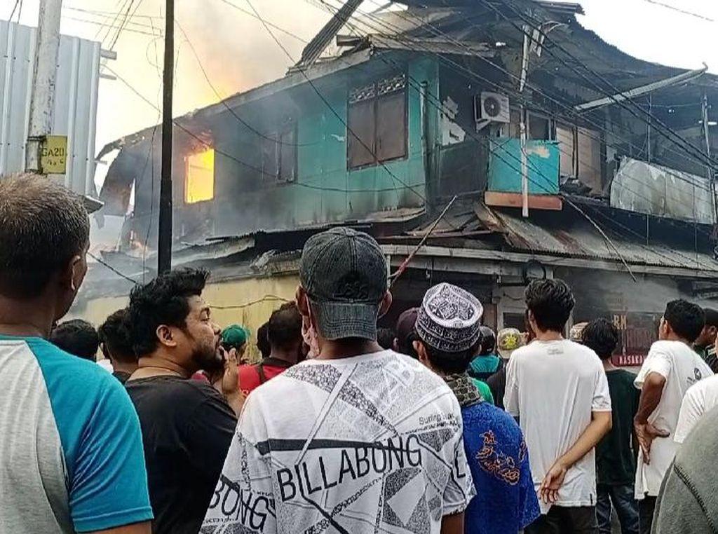 Kebakaran Lalap 3 Bangunan di Ambon, Sempat Terdengar Bunyi Ledakan