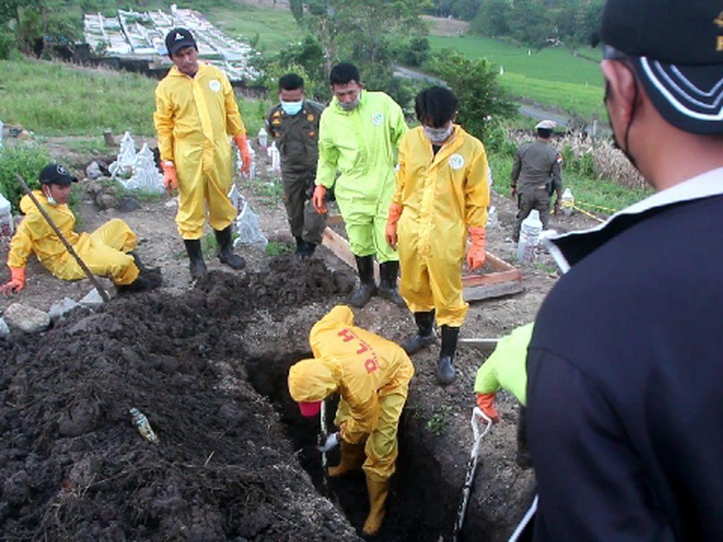 Makam COVID-19 yang Dibongkar di Parepare Jenazahnya Dipindahkan Keluarga
