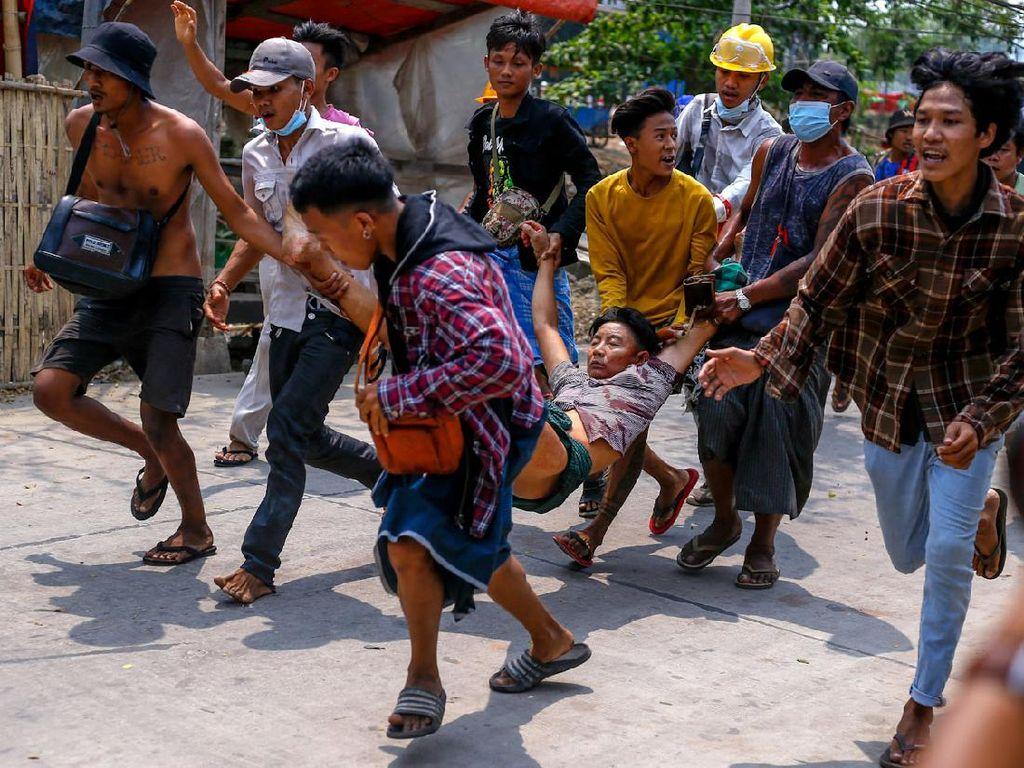 Video Detik-detik Demonstran di Myanmar Ditembak Mati Militer