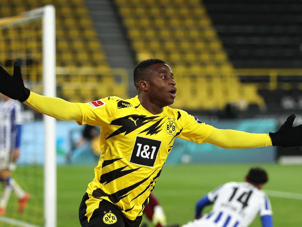 Dortmund Vs Hertha Berlin: Die Borussen Gilas Tamunya  2-0
