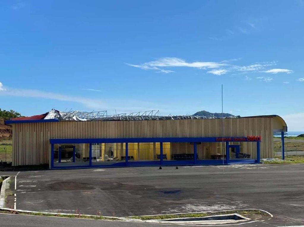 Belum Diresmikan, Atap Ruang Tunggu Bandara Siau Sulut Rusak Parah