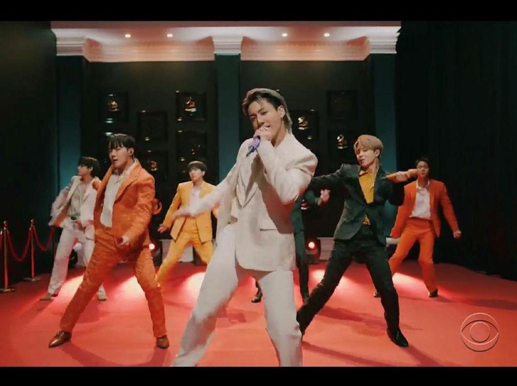 Penampilan Dynamite BTS yang Guncang Panggung Grammy