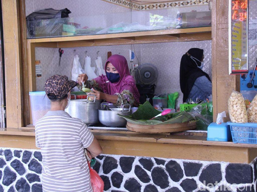 Asyiknya Belanja dan Jajan di Pasar Oro-oro Dowo Malang yang Bersih