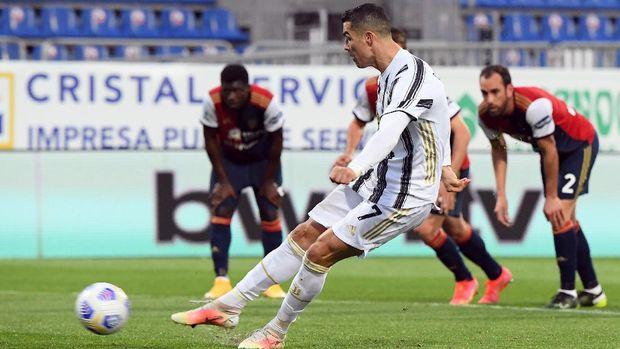Soccer Football - Serie A - Cagliari v Juventus - Sardegna Arena, Cagliari, Italy - March 14, 2021 Juventus' Cristiano Ronaldo scores their second goal from the penalty spot REUTERS/Alberto Lingria