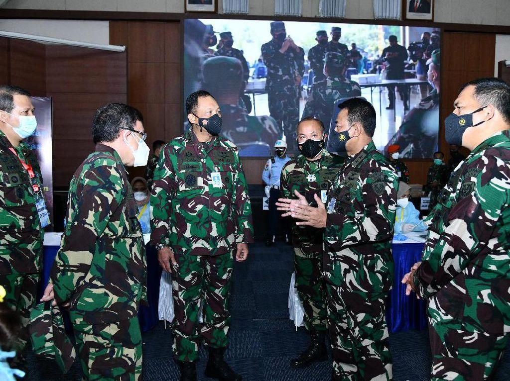 Kasau Tinjau Langsung Vaksinasi 3.486 Prajurit di Mabes TNI Cilangkap