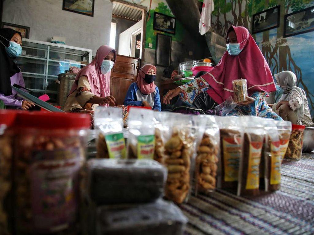 Perempuan Penyintas KDRT di Demak Sukses Bisnis Olahan Ikan