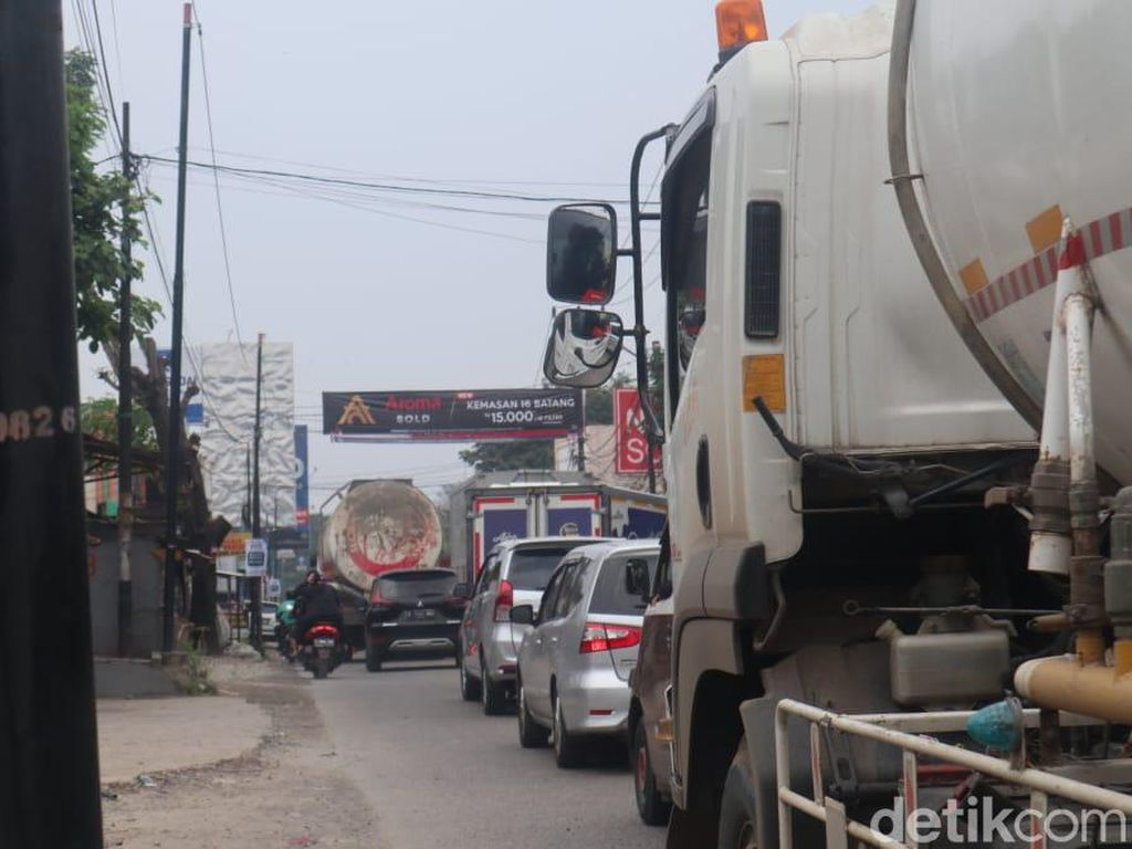 Dishub Kurang Personel Jaga Jl Legok Tangerang dari Truk-truk Bandel
