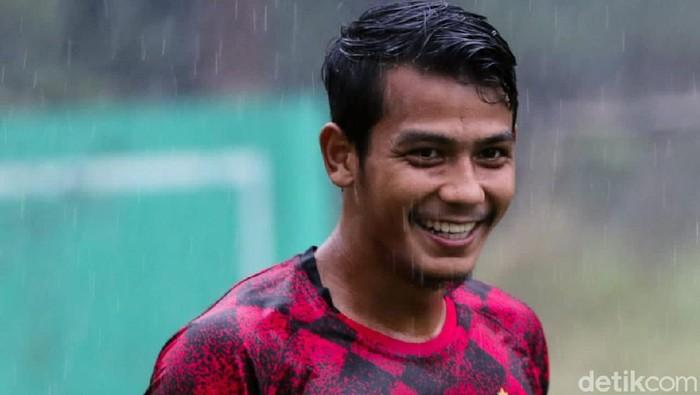 Leo Guntara gagal diikat Semen Padang.