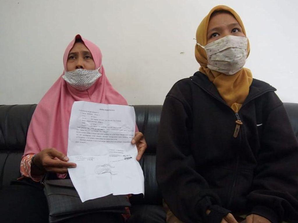Perempuan Ini Mengaku Puas Usai Rumah yang Dihuni Mantan Suami Dihancurkan