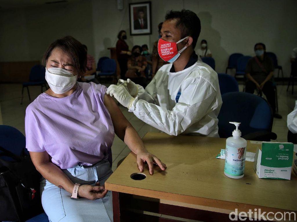 Fatwa MUI: Vaksinasi COVID-19 Tidak Membatalkan Puasa