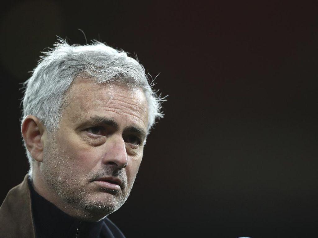 Jose Mourinho Damprat Pemainnya Sendiri