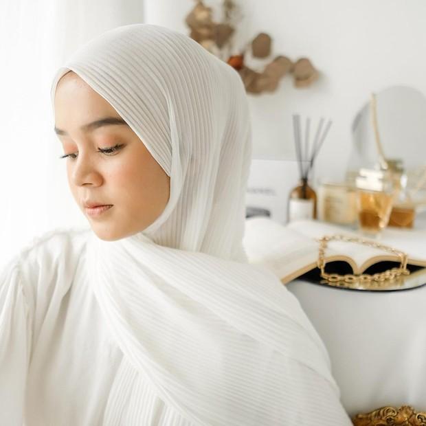 Tips Menggunakan Pleated Pashmina yang Kekinaan agar Tetap Nyaman dan Stylish