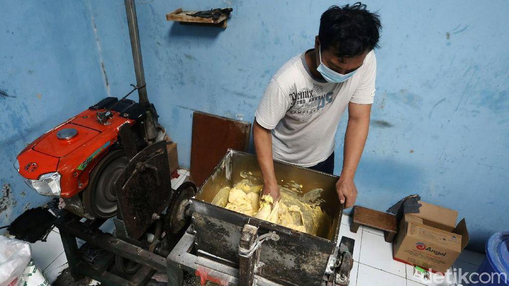 Perajin Roti Mencoba Bertahan di Tengah Pandemi