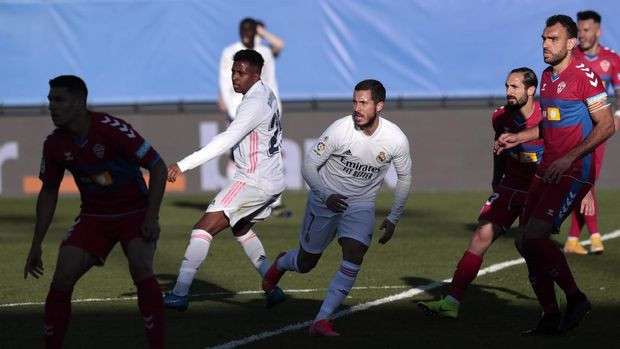 Real Madrid's Eden Hazard fights for the ball during the Spanish La Liga soccer match between Real Madrid and Elche at the Alfredo di Stefano stadium in Madrid, Spain, Saturday, March 13, 2021. (AP Photo/Bernat Armangue)