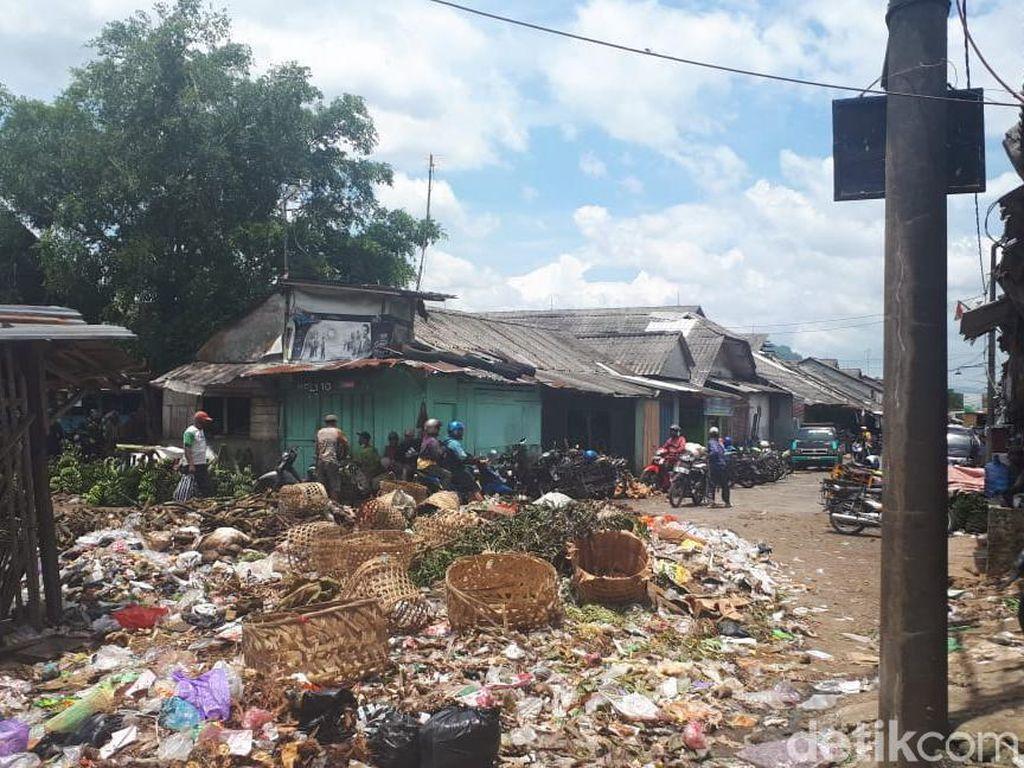 Kemproh Temen! Sampah Berserakan di Pasar Ajibarang, Banyumas