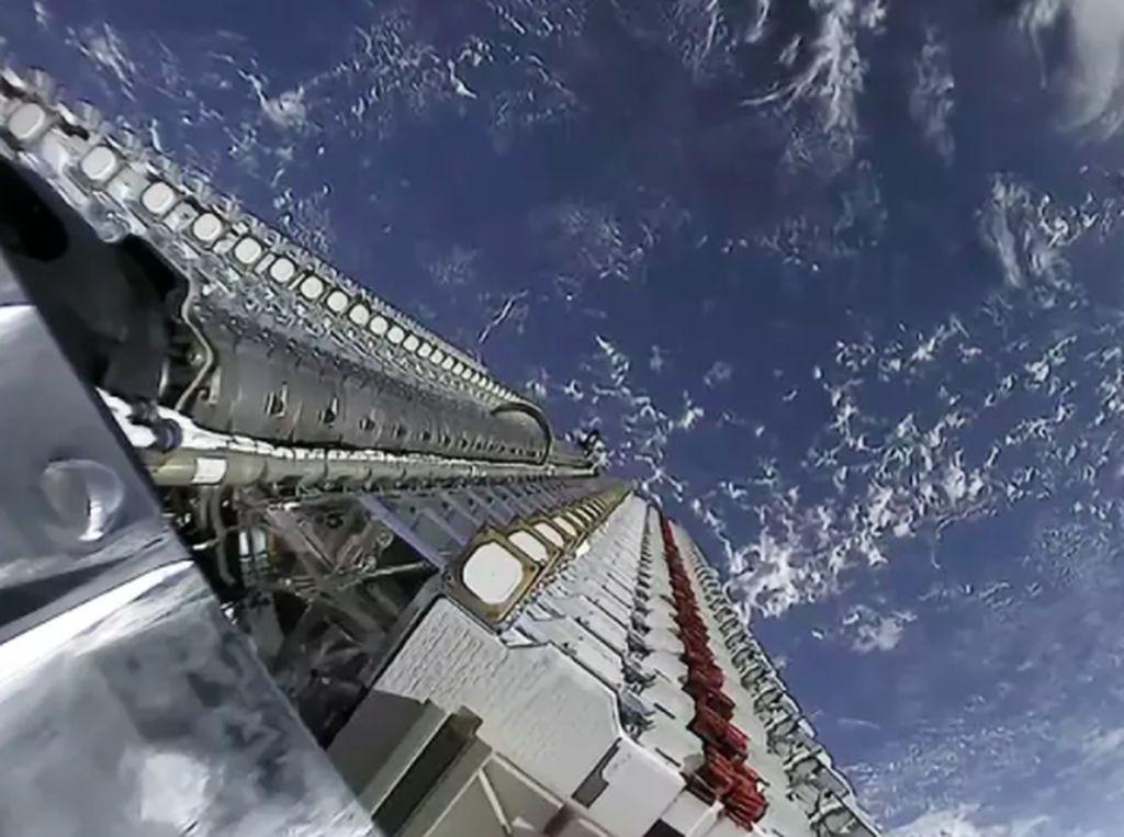 Kritik untuk Ambisi Gila Elon Musk Bungkus Bumi Pakai Satelit