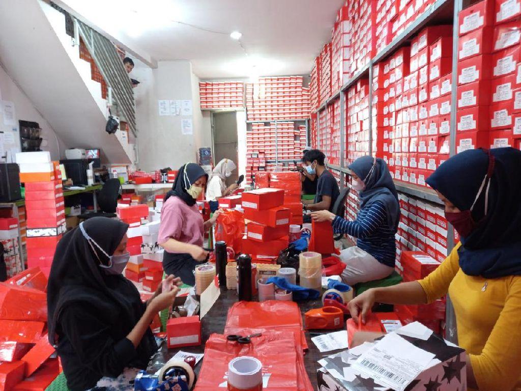 Pantang Menyerah, Mantan Karyawan Toko Sepatu Sukses Jadi Bos Sepatu