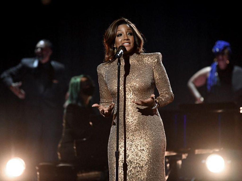 Mickey Guyton Cetak Sejarah Grammy Awards