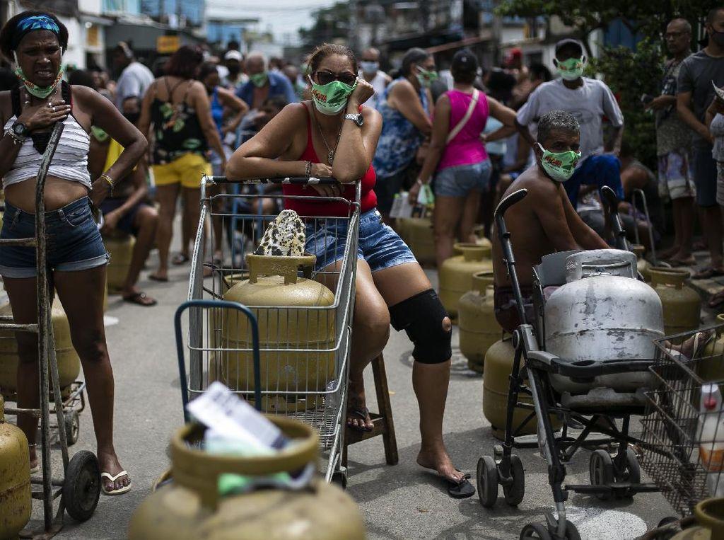 Emak-emak di Brasil Antre Panjang Berburu Gas Murah
