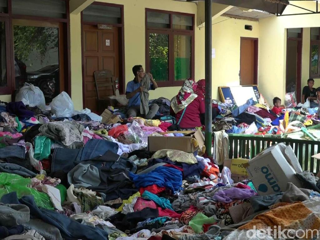Dikeluhkan Warga, Bantuan Banjir Probolinggo Dianggap Tak Merata