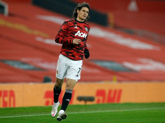 MANCHESTER, ENGLAND - FEBRUARY 02: Edinson Cavani of Manchester United warms up prior to the Premier League match between Manchester United and Southampton at Old Trafford on February 02, 2021 in Manchester, England. Sporting stadiums around the UK remain under strict restrictions due to the Coronavirus Pandemic as Government social distancing laws prohibit fans inside venues resulting in games being played behind closed doors. (Photo by Phil Noble - Pool/Getty Images)