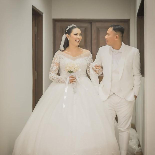 Gaun pernikahan Kalina Ocktaranny