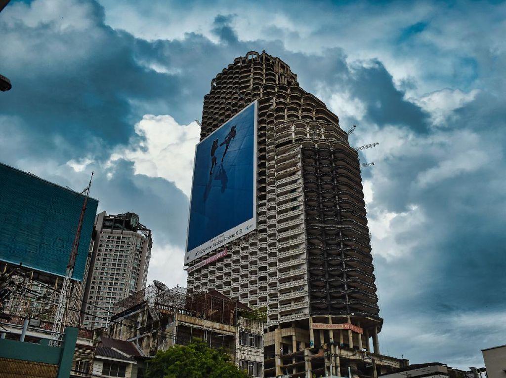 Penampakan Gedung Pencakar Langit Berhantu di Thailand