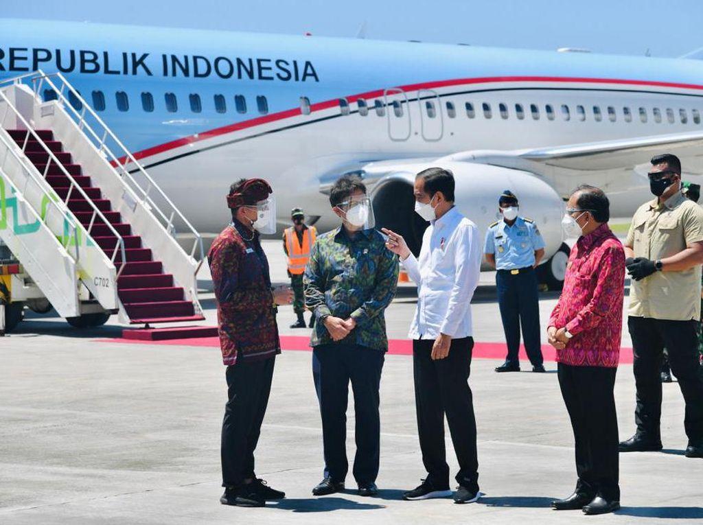 Tinjau Vaksinasi Massal di Bali, Jokowi Harap Laju COVID-19 Bisa Dihambat