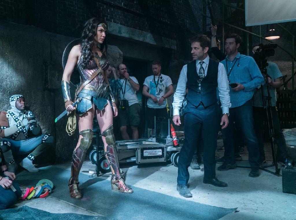 Zack Snyder Terima Kasih pada Fans Akhirnya Kembali ke Justice League